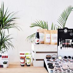 💕Queremos conocerte💕 Nuestro luminoso showroom se encuentra ubicado en una de las zonas más bonitas de la provincia de Barcelona, frente al  mar🌊 en un entorno verde 🌾y familiar en la zona de Gava Mar. Si estas por Barcelona y te apetece sumergirte en nuestro mundo, tocar, sentir las texturas, probar y oler los productos..., ven a vernos😉 Estaremos encantadas de recibirte! Nos encontrarás en la c/ Tellinaires 47-49, local 13. Gavà Mar.