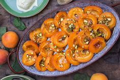 Roasted apricots with pistachios recipe in english at the bottom of the page👇🏾