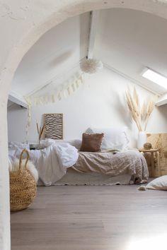 Dream Bedroom, Bedroom Wall, Bedroom Decor, Leirvik Bed, Attic Bedrooms, Beach Bedrooms, Ibiza Fashion, Brown Furniture, Bedroom Paint Colors
