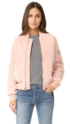 ¡Cómpralo ya!. Hudson Gene Puffy Bomber - Sunkissed Pink Destructed. A fiber filled Hudson bomber jacket, detailed with tonal ribbed banding at the edges. Frayed spots lend a lightly work effect. Snap flap hip pockets. Exposed zip closure. Lined. Fabric: Slinky twill. 97% cotton/3% elastane. Dry clean. Imported, China. Measurements Length: 22.75in / 58cm, from shoulder Measurements from size S. Available sizes: L , chaquetabomber, bómber, bombers, bomberjacke, chamarrabomber, vestebomber…