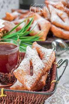 les bugnes lyonnaises ou les beignets de carnaval - Amour de cuisine Delicious Cookie Recipes, Best Cookie Recipes, Yummy Cookies, Tarte Fine, Food Lists, Coco, Almond, French Toast, Cooking