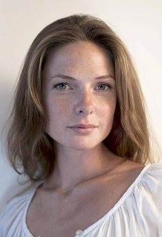 14 Rebecca Ferguson photoshoot slight' make up close-up looks ahead Rebecca Ferguson Hot, Rebecca Ferguson Actress, Beautiful Person, Most Beautiful Women, Rebecca Fergusson, Elizabeth Woodville, Freckles, Beautiful Actresses, Marilyn Monroe