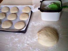 Συνταγή για ψωμάκια μπριος ιδανικά για χάμπουργκερ!Από τη Σταυρούλα Καιτατζη - Daddy-Cool.gr Dairy, Cheese, Food, Essen, Meals, Yemek, Eten