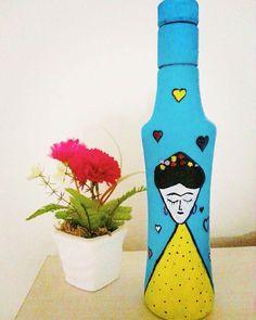 Şişe boyama :) #fridakahlo #sisesusleme #sise #şişeboyama Painting Bottles, Instagram Posts, Diy, Decor, Frida Kahlo, Decoration, Bricolage, Do It Yourself, Decorating