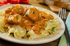 This chicken paprikash recipe is colorful and tasty and very nice served with egg-noodles. Chicken Paprikash Recipe from Grandmothers Kitchen. Best Dishes, Food Dishes, Hungarian Chicken Paprikash, Paprika Recipes, Beef And Noodles, Egg Noodles, Hungarian Recipes, Chicken And Dumplings, Slow Cooker Chicken