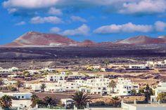 Pueblo de #Yaiza en #Lanzarote - #IslasCanarias Canario, Canary Islands, Paris Skyline, Grand Canyon, Places, Nature, Travel, Twitter, Traveling