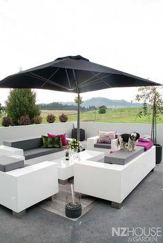 HG07_Black_House_21 Garden News, Outdoor Furniture Sets, Outdoor Decor, Black House, Dark Art, Wine Recipes, Beautiful Homes, Home And Garden, Random