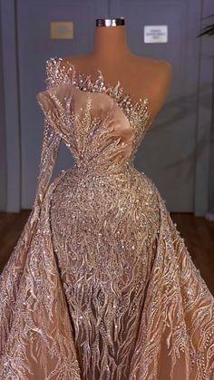 Wedding Dress Bustle, Fancy Wedding Dresses, Prom Girl Dresses, Prom Outfits, Glam Dresses, Hijab Prom Dress, Mermaid Style Prom Dresses, Fashion Show Dresses, Stunning Prom Dresses