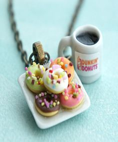 donut plate and coffee necklace This necklace features a miniature plate of handmade donuts sculpted from polymer clay along with a miniature Dunkin donut coffee cup charm. the miniature cup and the ceramic donut plate charm are attached to a bronze chain Fimo Polymer Clay, Crea Fimo, Polymer Clay Miniatures, Polymer Clay Creations, Polymer Clay Jewelry, Fimo Kawaii, Peggy Porschen Cakes, Tiny Food, Cute Clay