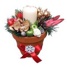 Karácsonyi asztaldísz cserépben, arany csipkebogyóval