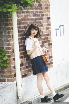 【特集①新しいわたしらしさ】橋下美好の女子力アップ計画 | mer(メル) Model Poses Photography, Creative Portrait Photography, Creative Portraits, Denim Skirts, Skateboard, Girl Outfits, Ootd, Japan, Long Hair Styles