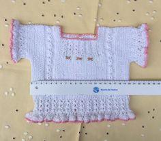 "JERSEY DE HILO BLANCO 1-3 MESES CON VOLANTES Material Hilo de algodón ""Egipcio"" nº 8 color blanco puesto doble. Hilo de algodón... Knitting For Kids, Baby Knitting, Knitting Patterns, Crop Tops, Blanket, Crochet, Lace, Women, Blog"
