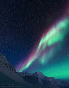 Alaska Northern Lights happin when rays from sun hit gasis in the  atmowsphere.