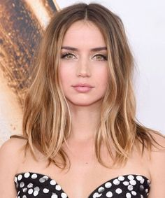 Sophisticated Center Parted Medium Hairstyles 2018 That Require No Skills