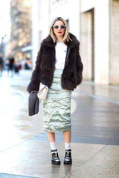 Street comfort in metallic skirt