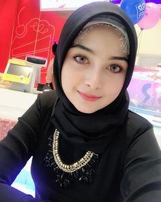 Noor e Shaheen Cute Beautiful Arab Selfie Girl From Saudi Arabia Tutorial Hijab Wisuda, Hijab Tutorial, Beautiful Muslim Women, Beautiful Hijab, Hijabi Girl, Girl Hijab, Most Beautiful Faces, Beautiful Girl Image, Simply Beautiful