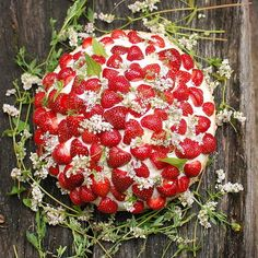 Decorate a Strawberry Wedding Cake