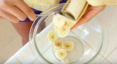 Neuveriteľne jednoduchý recept pre tých, ktorí sledujú postavu alebo jedia diétne jedlá. Tieto úžasné raňajky sa pripravujú nielen veľmi rýchlo a jednoducho, ale sú tiež nízkokalorické a neobsahujú cukor, múku, lepok. Takže budete potrebovať: 1 banán 2 vajcia olej na smaženie (kokos, olivový alebo iný na výber) Nemusíte pridávať nič iné! Soľ tu nie je potrebná a namiesto cukru –