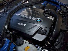 写真:フロントに縦置きされる3リッター直6ターボエンジンは、326psと45.9kgmを発生。アイドリングストップ機構も備わる