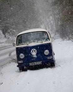 "Polubienia: 142, komentarze: 1 – Vwbus Fanpage (@vwbus.fanpage) na Instagramie: ""Winter days' #vw #volkswagen #vwbus"""