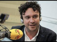 Andrés Cepeda habla con Vicky Dávila en La W Over Ear Headphones, Men's, Interview, Singers, Sports