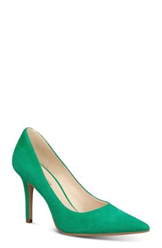 "nine west, ""jackpot"" pointy toe pump (green suede). size 4."