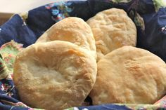 A simple recipe for homemade Israeli pita breads. A short rise and quick bake time make this a good recipe for yeast-baking newbies. Recipes With Yeast, No Dairy Recipes, Bread Recipes, Cooking Recipes, Fun Recipes, Spring Recipes, Winter Recipes, Popular Recipes, How To Make Bread