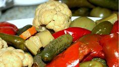 Secretul murăturilor: Cum să le prepari ca să rămână tari şi crocante Canning Pickles, Pickling Cucumbers, Romanian Food, I Want To Eat, Canning Recipes, Food Art, Sausage, Vegetarian Recipes, Food And Drink