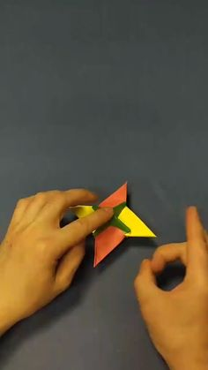 Diy Crafts Hacks, Diy Crafts For Gifts, Diy Arts And Crafts, Creative Crafts, Stick Crafts, Foam Crafts, Instruções Origami, Paper Crafts Origami, Origami Toys