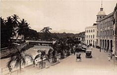 Masjid Jemak and Klang River and the East Bank Esplanade looking towards the bridge on Mountbatten Road. Straits Settlements, Kuala Lumpur City, History Timeline, Medan, Old Buildings, Historical Photos, Old Photos, Singapore, Old Things