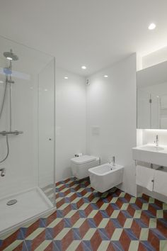 Modern and beautiful bathroom floor at Baumhaus Serviced Apartments made with stunning portuguese tiles.