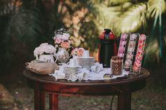 Uma festa de casamento é o momento mais feliz e especial da vida de um casal. E não importa qual o estilo da cerimônia que vocês farão, alguns itens são indispensáveis na hora de pensar no casório. Por isso, fizemos o top 10 de itens que você deve ter na sua festa para fazê-la ser …