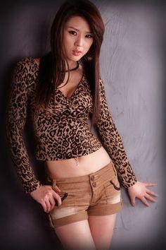 Sexy South Korean top model Hwang Mi Hee wallpapers 320x480 (24)