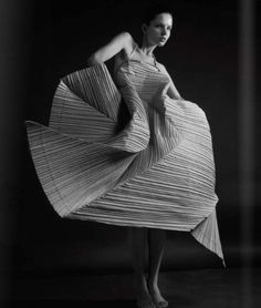 Issey Miyake paper dress series for the Athopos Museum 'FOLD' exhibition 2000 Paper Fashion, Origami Fashion, 3d Fashion, Fashion Details, Fashion History, Issey Miyake, Yohji Yamamoto, Textiles, Structured Fashion