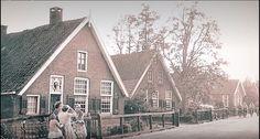 Wat hebben wij in deze buurt als kinderen veel gespeeld !!! Cabin, House Styles, Home Decor, Decoration Home, Room Decor, Cabins, Cottage, Home Interior Design, Wooden Houses