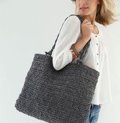 Kajsa porte un pull tube manches courtes revers ce - Bijoux au crochet modele gratuit ...