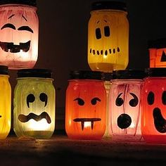 A roundabout of 50 fun and scariest DIY Halloween Garden Ideas for your outdoors to try! Theme Halloween, Halloween Mason Jars, Diy Halloween Decorations, Holidays Halloween, Halloween Crafts, Easy Halloween, Halloween Books, Homemade Halloween, Fall Decorations