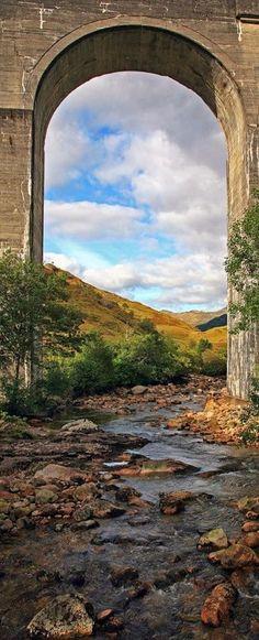 The Finna gently flows down to Loch Shiel under the Glenfinnan railway viaduct in Lochaber, Scottish Highlands • photo: danUK86 on deviantart