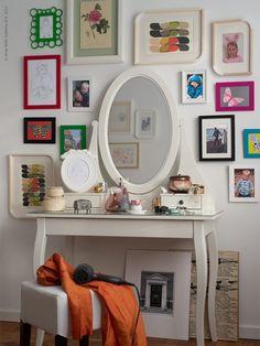 Vi muitas penteadeiras em Pedreira/SP e no quarto/closet que vou montar terá uma com certeza! Amei os quadros!!