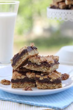 Banana Walnut Protein Bars. This protein bar recipe combines your favorite vanilla protein powder with bananas, oatmeal, cinnamon and walnuts to make 9 amazingly tasty bars.