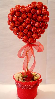 Gallery.ru / Фото #1 - Конфетные букеты - motul Gift Bouquet, Candy Bouquet, Boquet, Chocolate Wrapping, Chocolate Gifts, Cadeau Surprise, Candy Trees, Edible Bouquets, Gifts For Hubby