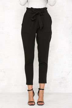 Tie Waist Cropped Trousers - Outfits for Work - Business Outfits for Work Business Outfits, Business Attire, Business Fashion, Business Casual Trousers, Lawyer Fashion, Cute Office Outfits, Cute Outfits, Casual Women's Outfits, Winter Outfits