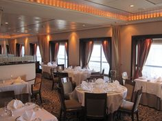 Queen Mary 2's Queens Grill dining room
