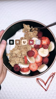 Vanilla yogurt, special K almond cereal, raspberries, banana, and strawberries 🥰 recipes with eggs casseroles Vanilla Yogurt, Snacks, Breakfast Recipes, Vegetarian Breakfast, Breakfast Fruit, Breakfast Kids, Breakfast Healthy, Health Breakfast, Dinner Recipes