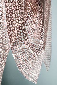 Easy crochet pattern coming soon. Triangle Scarf, Easy Crochet Patterns, Crochet Shawl, Journal, Diy, Inspiration, Biblical Inspiration, Bricolage, Do It Yourself