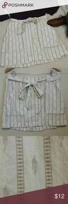 White & Tan High waist skirt , Pockets, Large This is also a piece in my closet that I've sadly outgrown. It's a cotton skirt, but it feels and acts like Linen. Great for spring and summer! Old Navy Skirts A-Line or Full