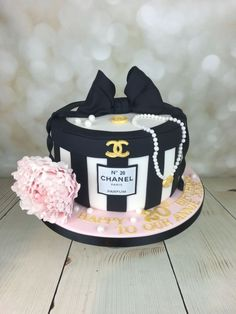 Inspiration Image of Chanel Birthday Cake . Chanel Birthday Cake Chanel Hat Box Cake For Annie In Mancot Happy Birthday X Chanel Torte, Coco Chanel Cake, Bolo Chanel, Chanel Hat, Chanel Paris, Adult Birthday Cakes, Themed Birthday Cakes, Themed Cakes, Designer Birthday Cakes