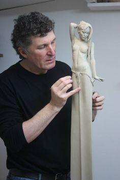 El Hurgador [Arte en la Red]: Michael Talbot [Escu - New Ideas For Dinner Anatomy Sculpture, Art Sculpture, Pottery Sculpture, Bronze Sculpture, Ceramic Sculpture Figurative, Ceramic Figures, Clay Art, Artist At Work, Amazing Art