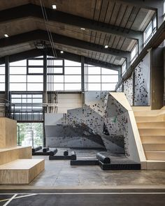 Image 15 of 48 from gallery of Game Streetmekka Aalborg / JAJA Architects. Photograph by Rasmus Hjortshoj Indoor Bouldering, Bouldering Wall, Home Gym Design, House Design, Teen Room Designs, Climbing Wall, Rock Climbing, Halle, Warehouse Home