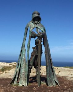 This photograph was taken by Caroline Skelton at Tintagel Castle in Cornwall. The sculpture created by artist Rubin Eynon is called Gallos and is inspired by the legend of King Arthur. If you have a photograph that you would like to share with the #englandsbigpicture gallery send it toengland@bbc.co.uk#england #picoftheday #photooftheday #photosofbritain #photosofengland #top_10_pics_of_the_week #ukpotd #capturingbritain #england2017 #englandphotography #englandinpictures #tintagelcastle…